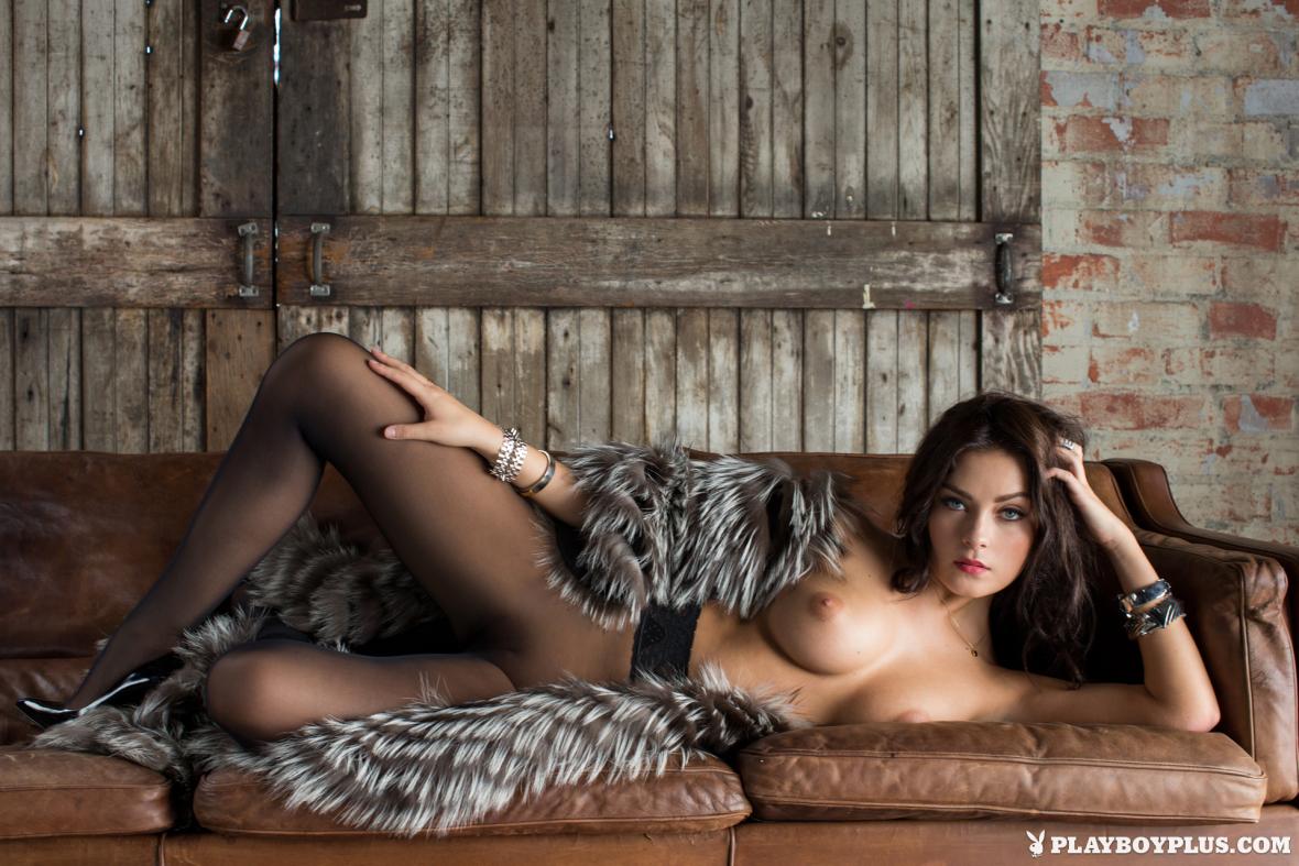 Alexandra Tyler in Lap of Luxury por Michael Bernard