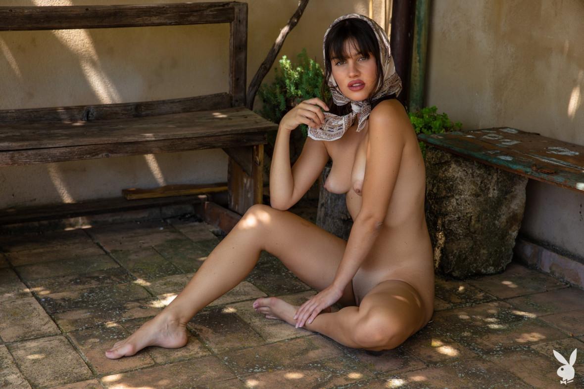 Laura Devushcat in Playboy | foto Cassandra Keyes