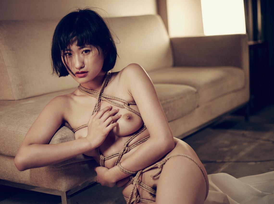 Sheri Chiu – Tied Down / фотограф Nicolas Guérin