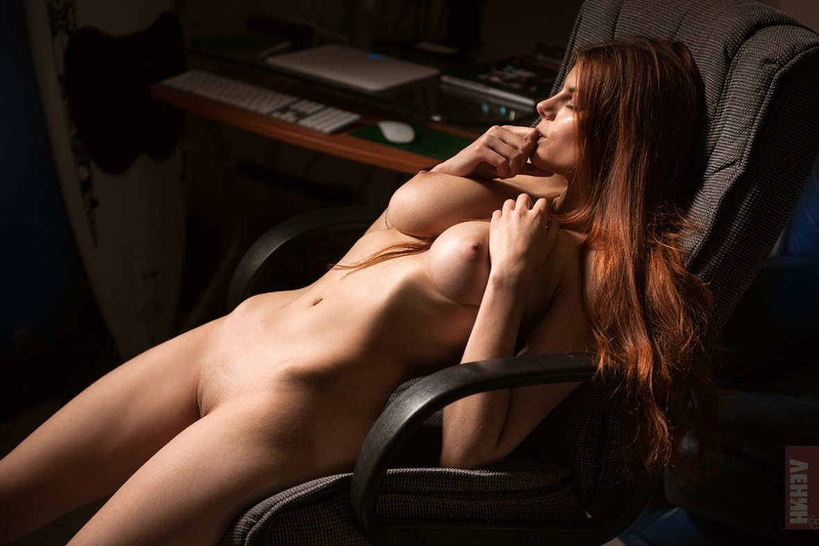 Синее кресло / фотограф Сергей Ленин