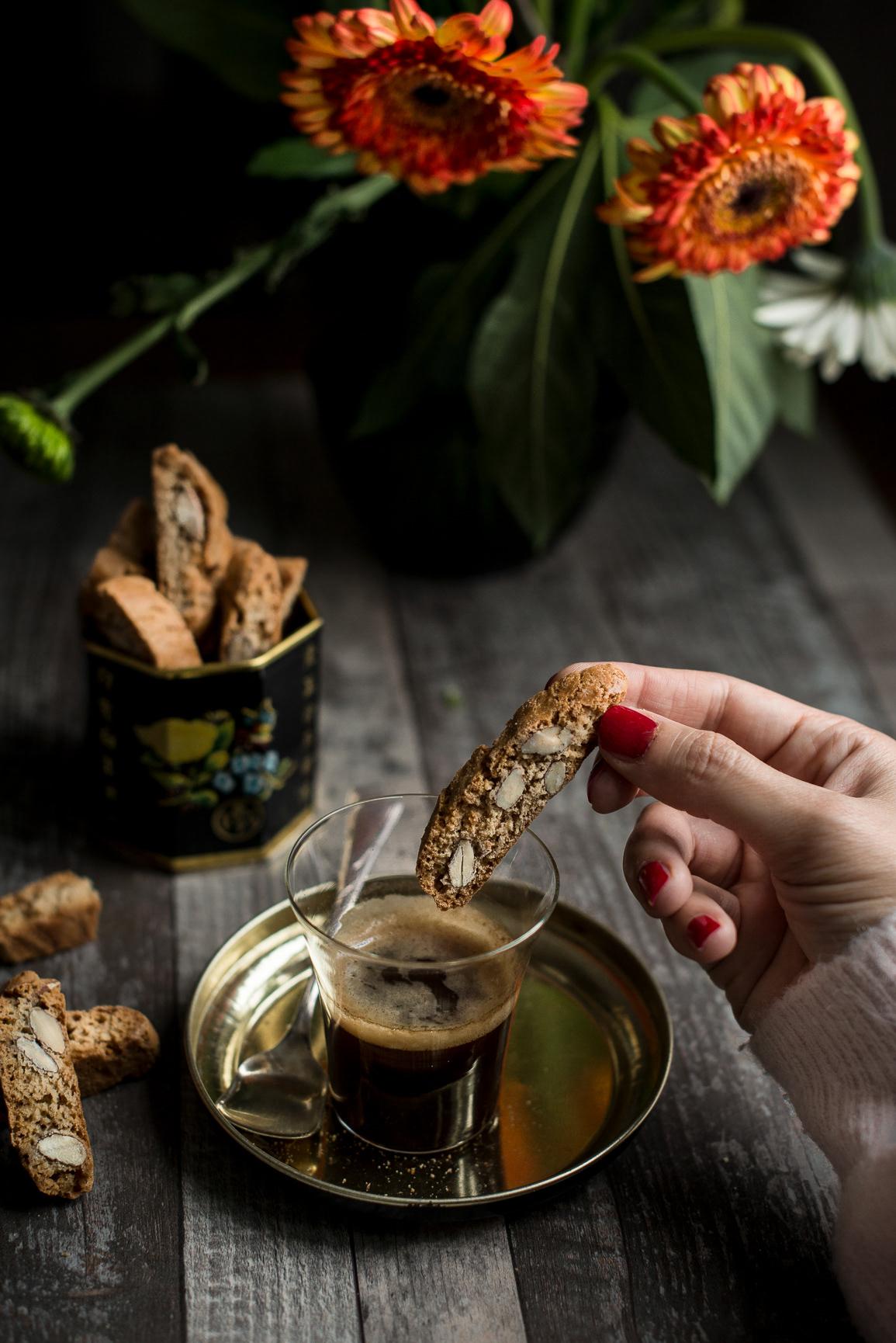 Dark Mood Pastry / фото Myriam Meliani