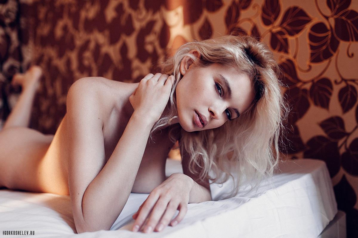 naked_Julia_Logacheva