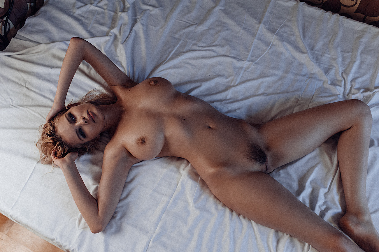 naked_Julia_Logacheva
