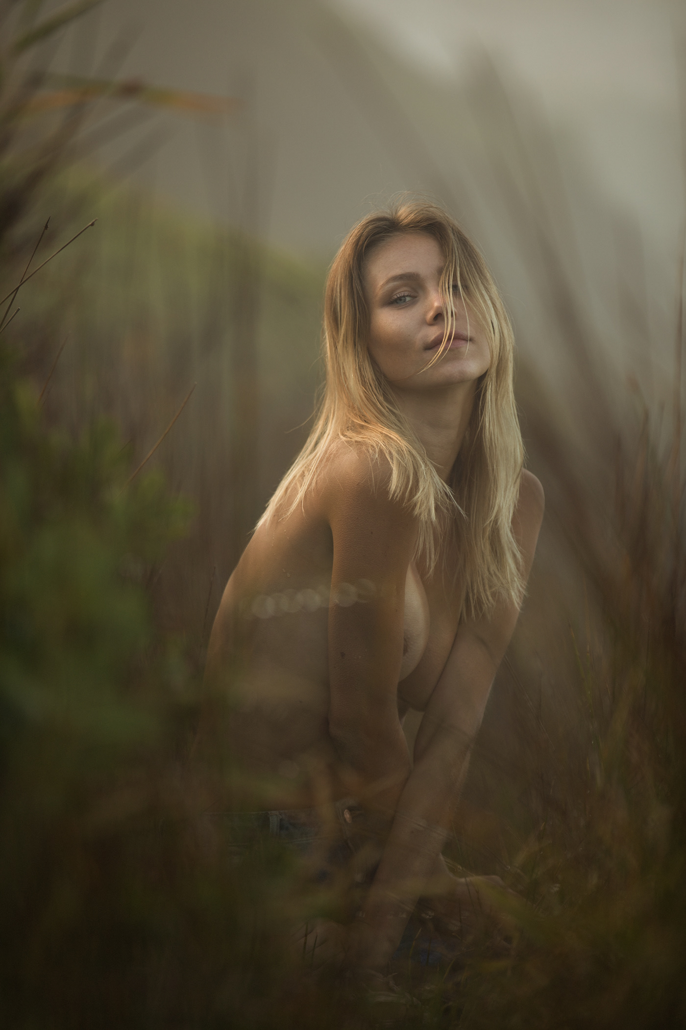 Gracie in Morning Mist shot for Rektmag / фотограф Gary Huddlestone