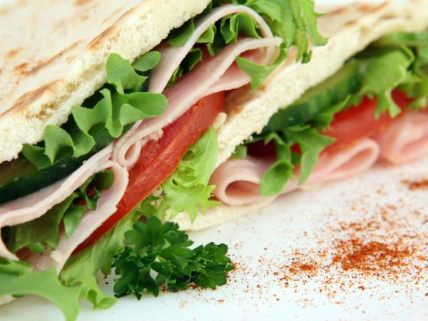 Yummy_Bacon_Salad_Sandwich