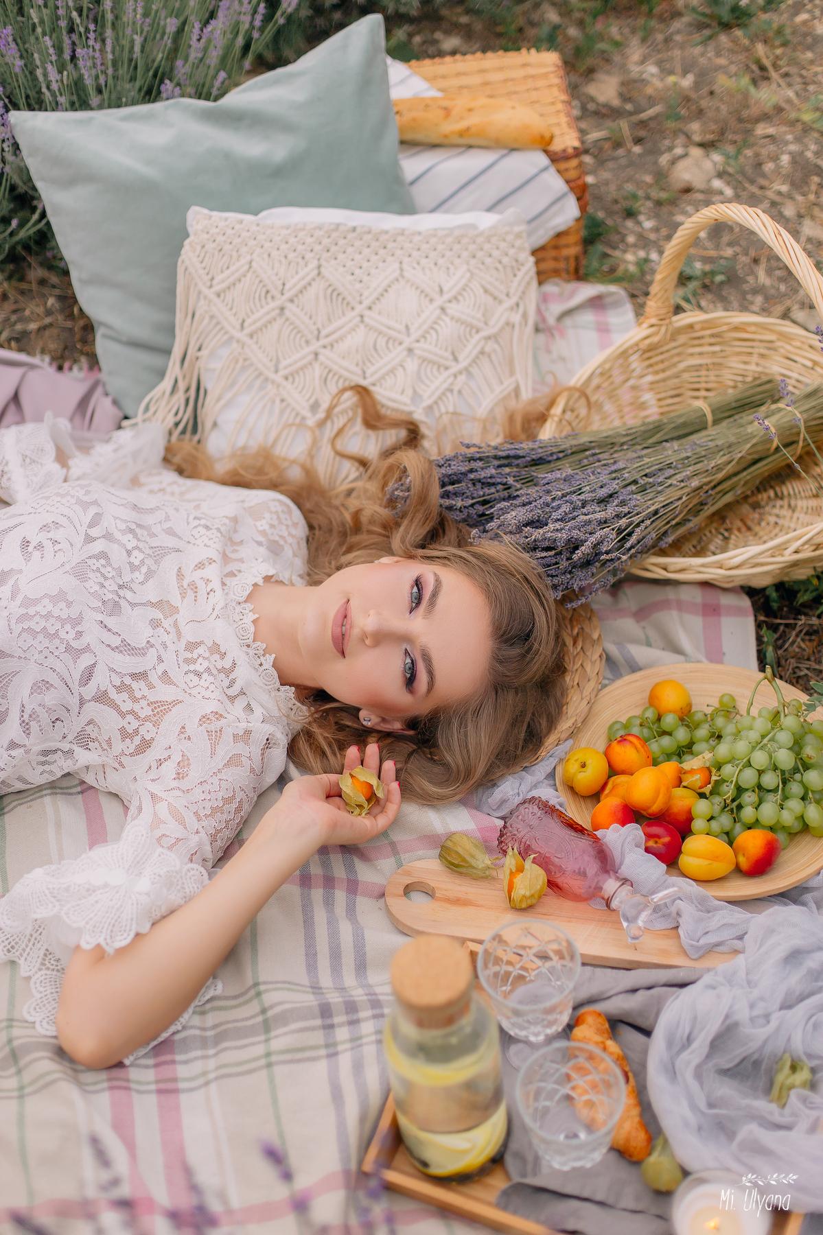 Пикник в лавандовом поле / фотограф Ульяна Мизинова