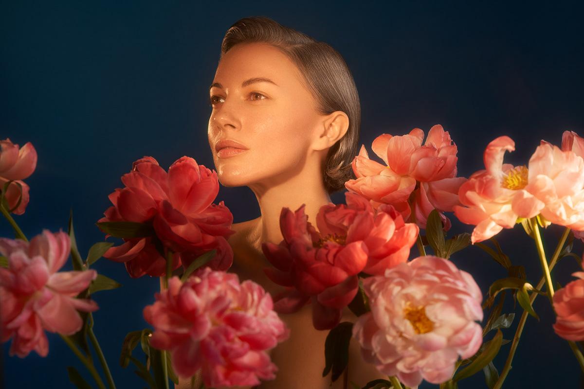 Девушка с пионами / фотограф Liubov Pogorela
