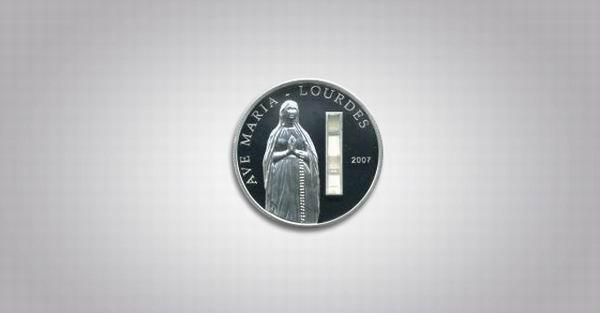 монета со святой водой