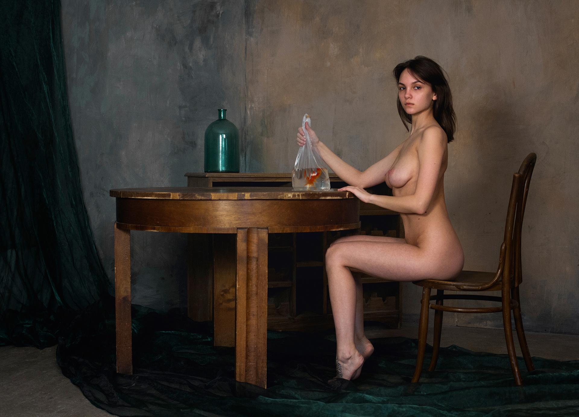 Nude with golden fish - Мария Демина и золотая рыбка / фотограф Родислав Дрибен