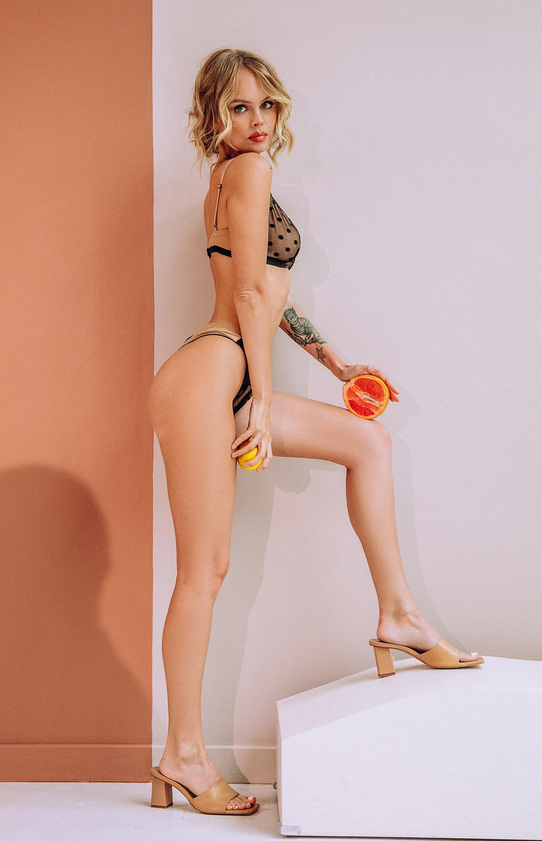 Анастасия Щеглова с фруктами / фото Наталия Минаева