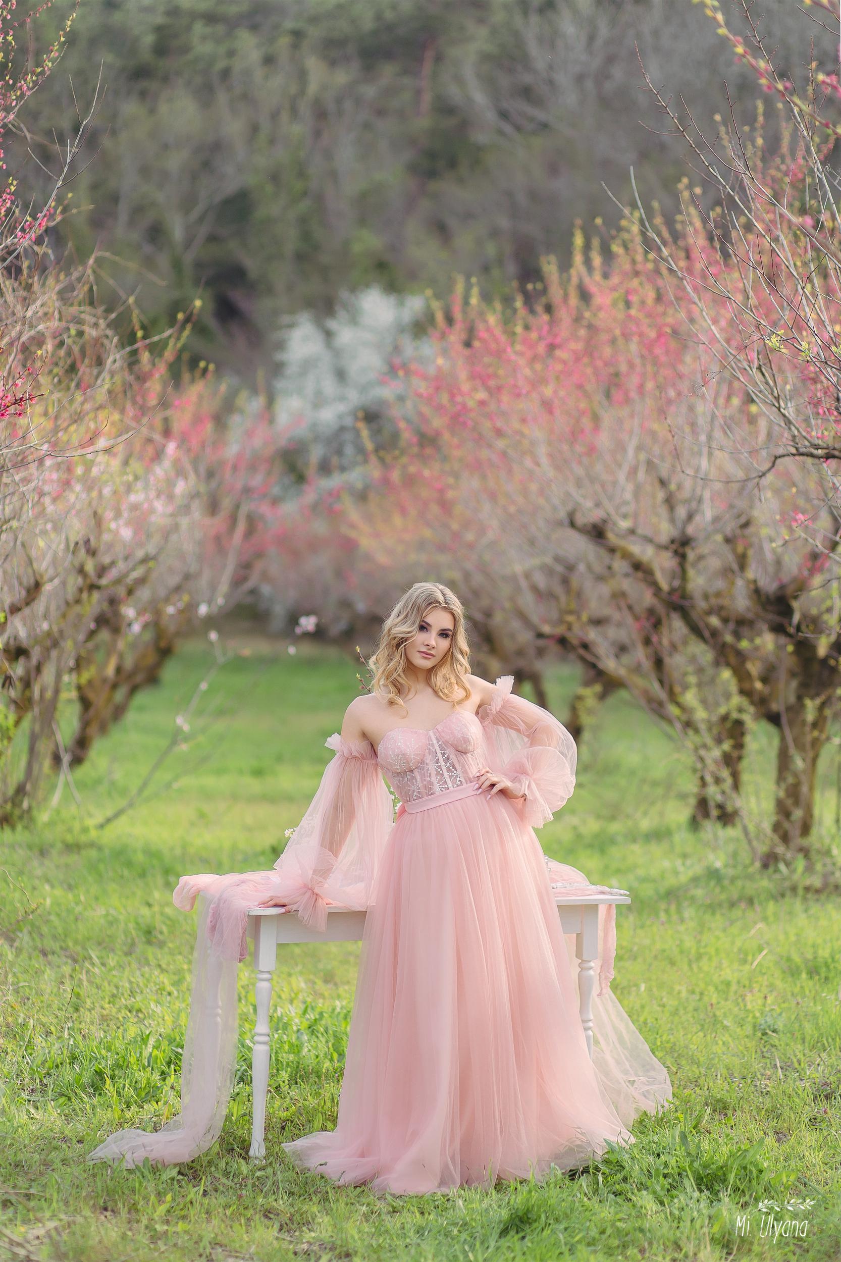 В персиковом саду