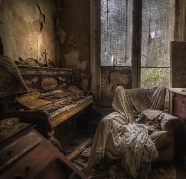 abandoned_01922_001