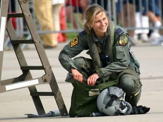 sexy-military-women-around-the-world05