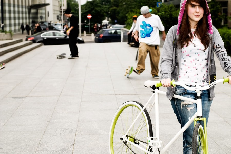 polish-girls-on-bikes-3
