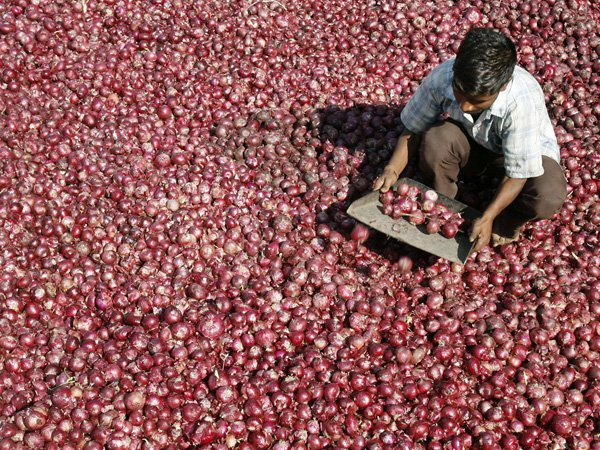 robbers-try-to-steal-truckloads-of-onions