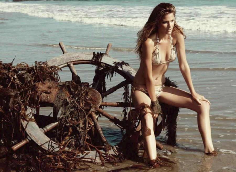Cameron-Russell-Beach-Bunny-swimwear-8-1024x748