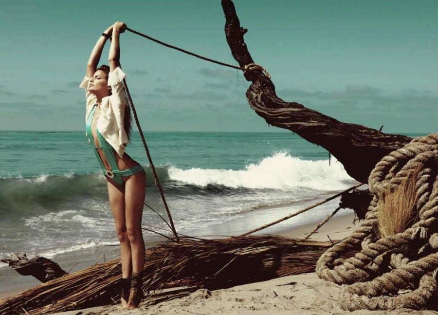 Cameron-Russell-Beach-Bunny-swimwear-13-1024x737