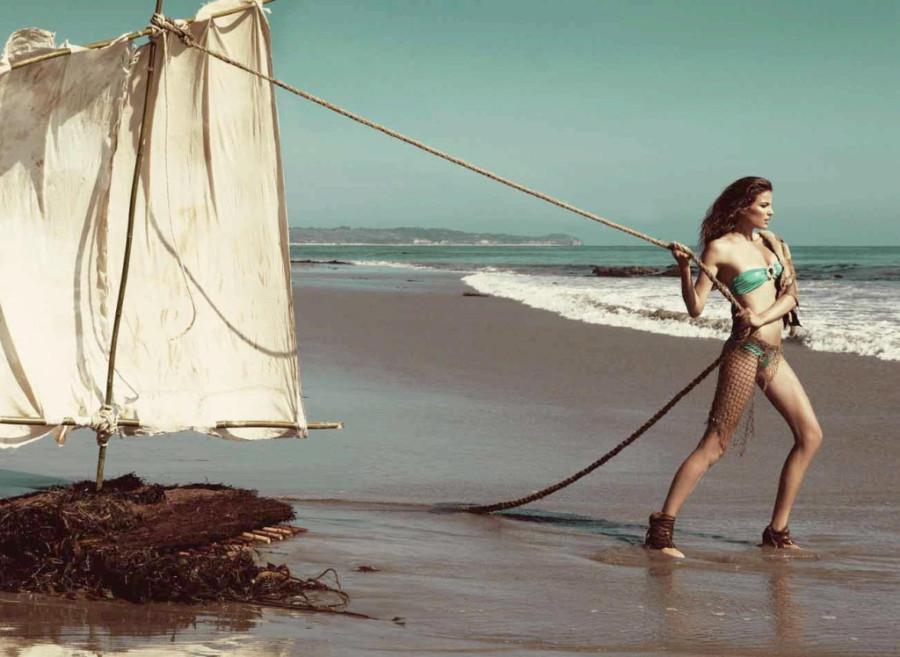 Cameron-Russell-Beach-Bunny-swimwear-22-1024x748