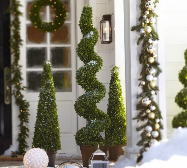 9-Christmas-topiary-600x540