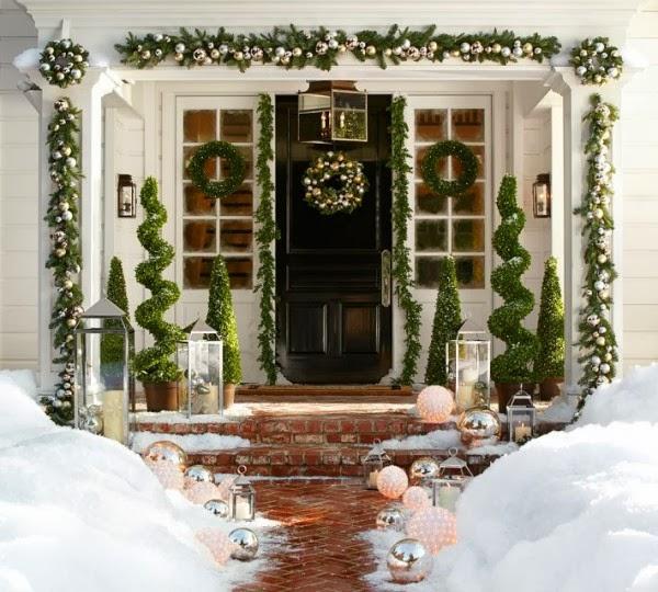 10-Traditional-Christmas-door-600x540