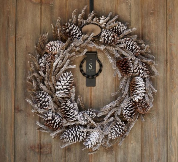 11-Pine-cone-wreath-600x544