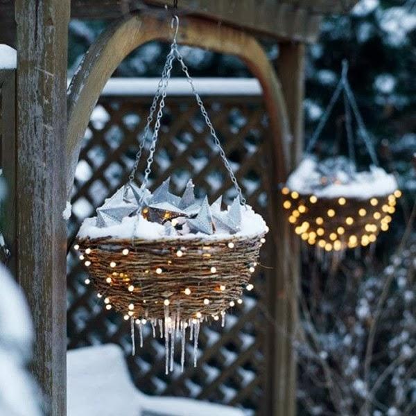 21-Christmas-hanging-baskets-600x600