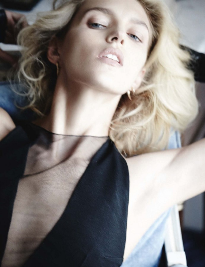 Anja-Rubik-by-Mario-Testino-for-Vogue-Germany-March-2014-3