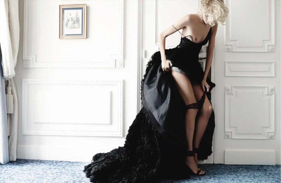 Anja-Rubik-by-Mario-Testino-for-Vogue-Germany-March-2014-13