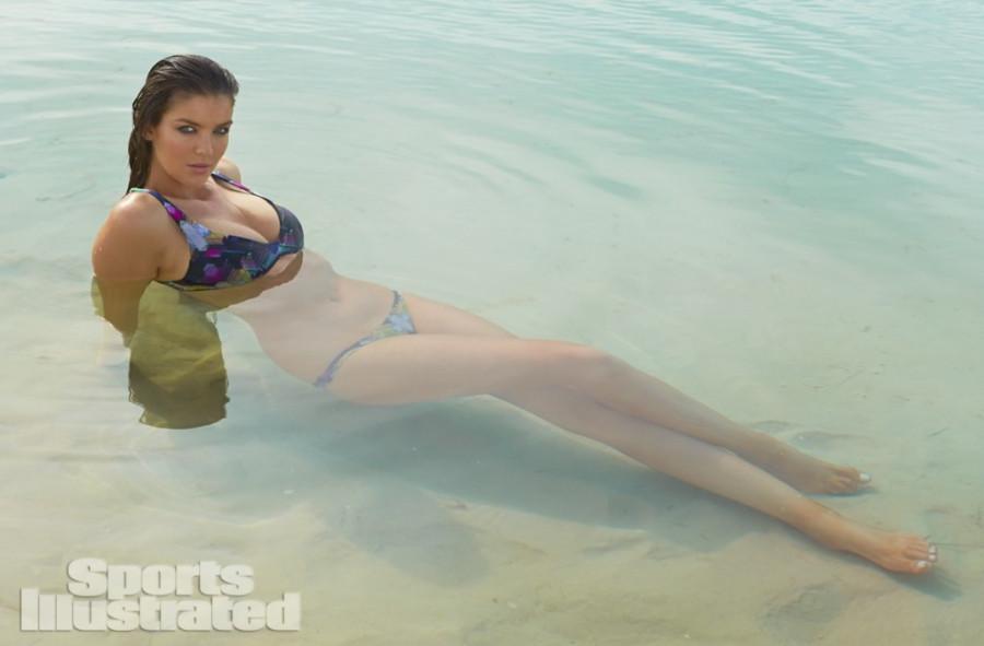 Natasha-Barnard-Sports-Illustrated-swimsuit-2014-20