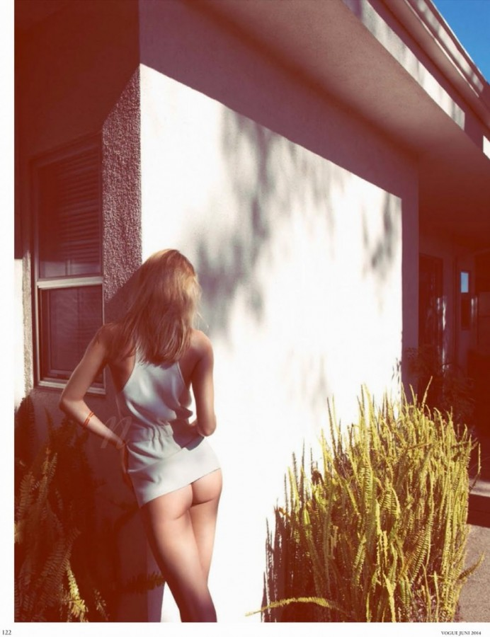 Rosie-Huntington-Whiteley-for-Vogue-Germany-2-788x1024
