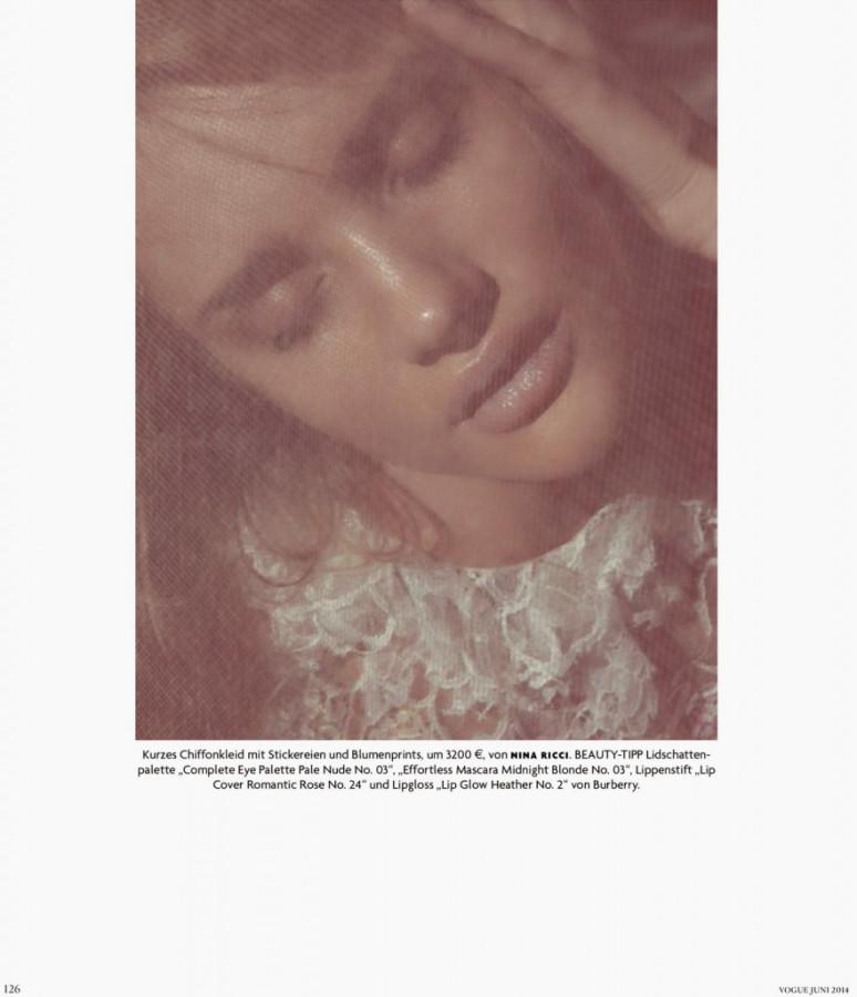 Rosie-Huntington-Whiteley-for-Vogue-Germany-4-881x1024