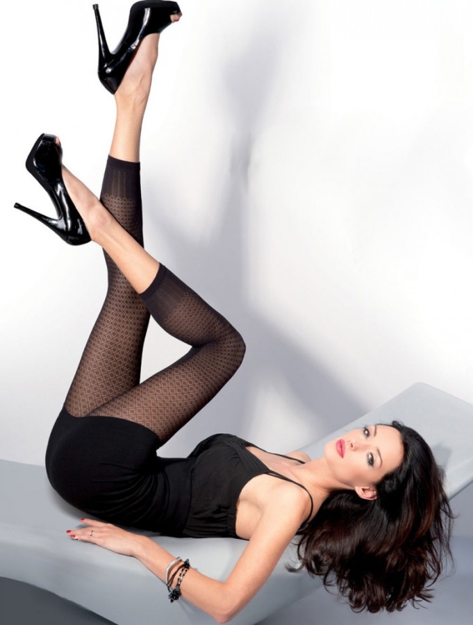 Kate-Sajur-Gabriella-Legwear-8-775x1024