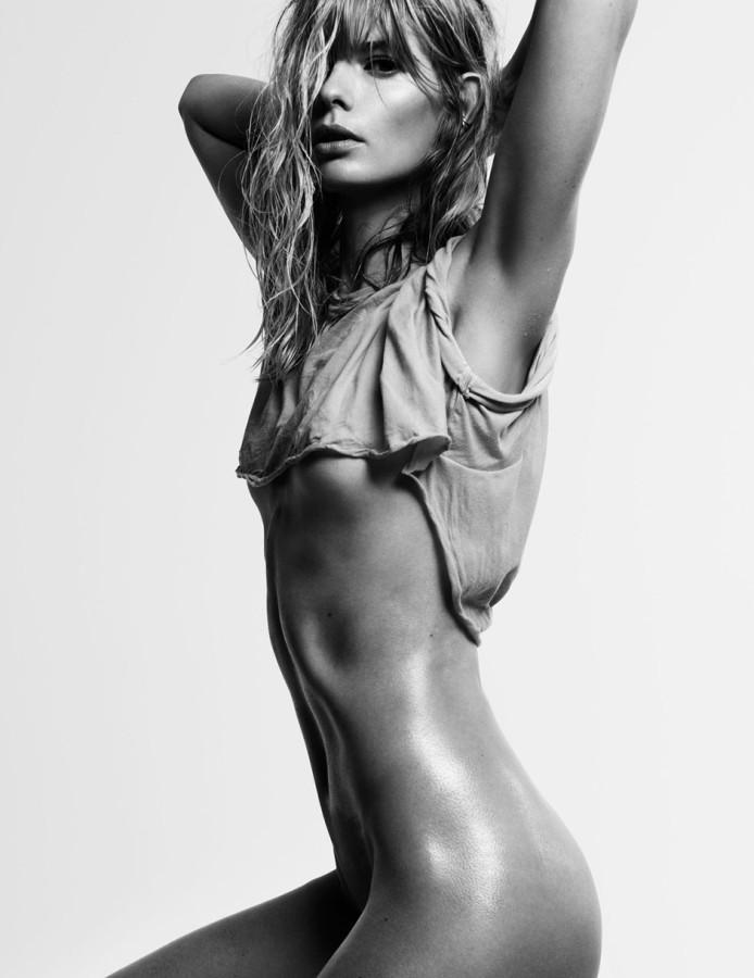 Julia-Stegner-by-Claudia-Knoepfel-Stefan-Indlekofer-for-25-Magazine-3-F_W-201302