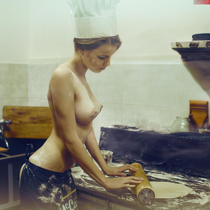 эротика пицца красивая девушка