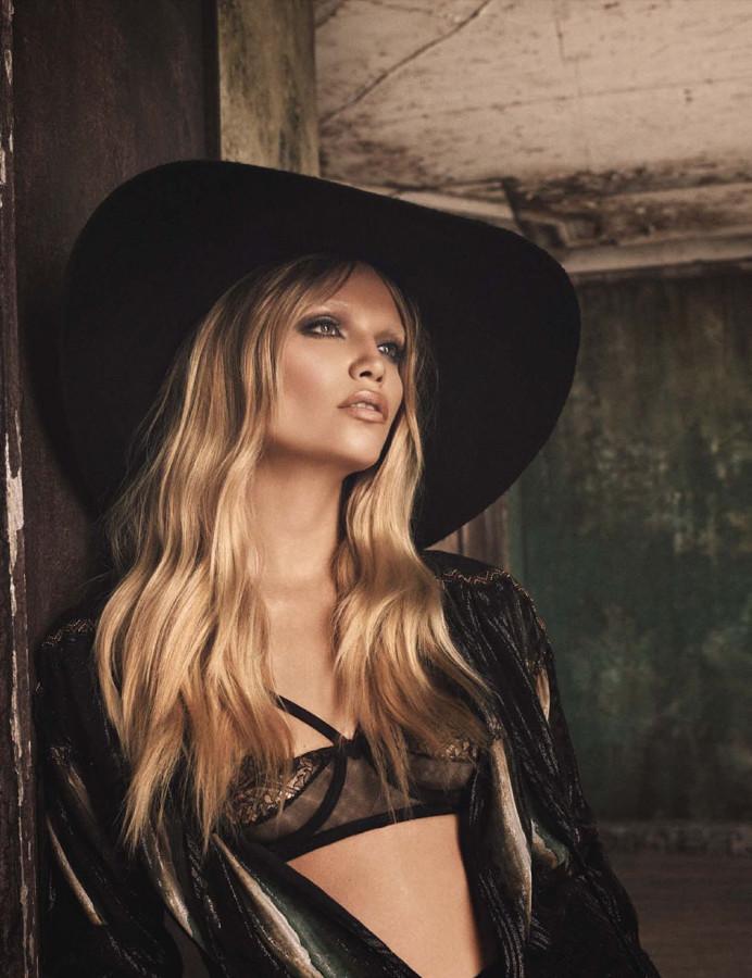 Treats-magazine-Natasha-Poly-by-Luigi-Iango-for-Vogue-Germany-October-2014-2