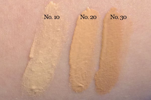 Chanel-Les-Beiges-Healthy-Glow-Fluid-swatch