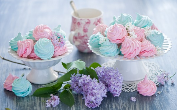 Blue-and-Pink-Meringues-Ornaments-Wallpaper.jpg