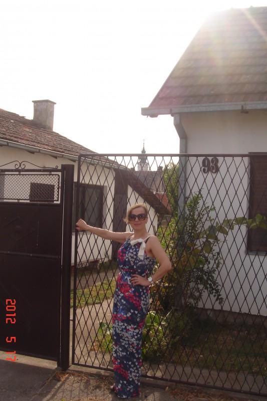 у ворот дома