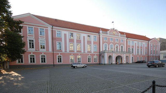 83619_1_800px-Estland_parliament_big