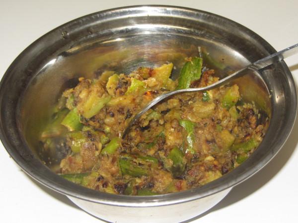 07312012 - Parwal Ulli Karam Curry