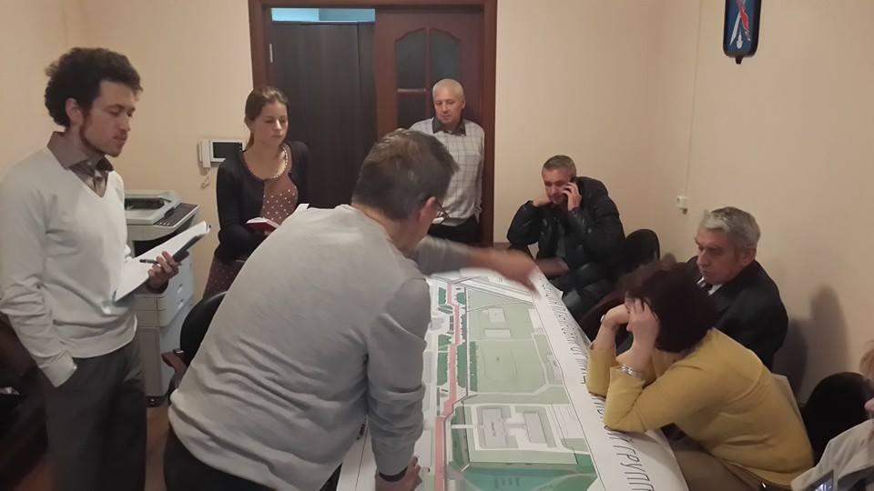 Встреча жителей с проектировщиком. Фото В. Гарначука