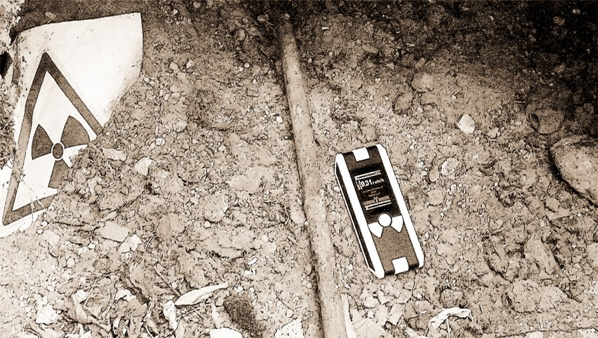 900 микрорентген в час не останавливают строителей, им здесь не жить ...