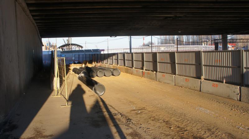 Стройка ЮВХ перекрыла половину дороги