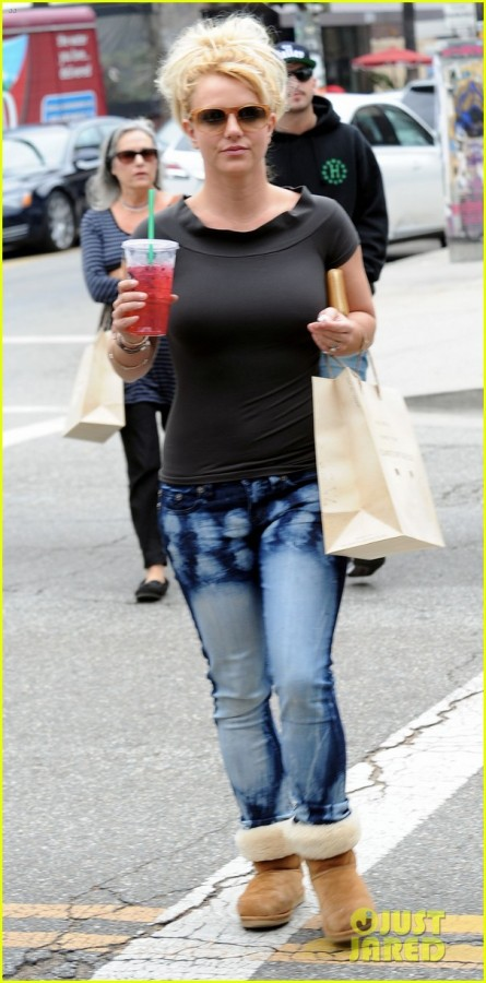 britney-spears-pre-x-factor-starbucks-stop-05