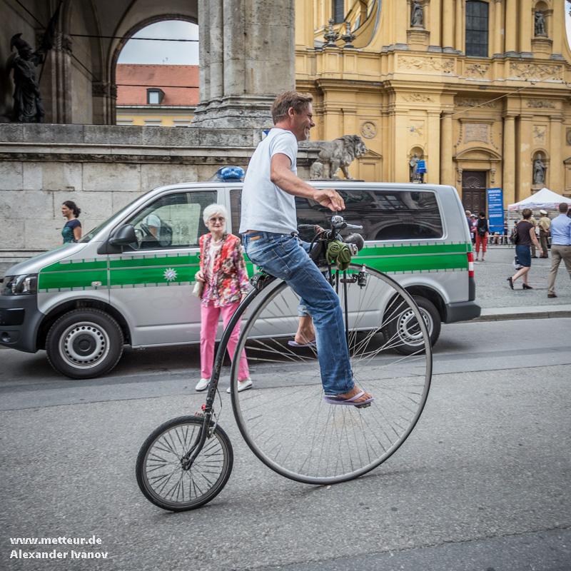 классический велосипидист на