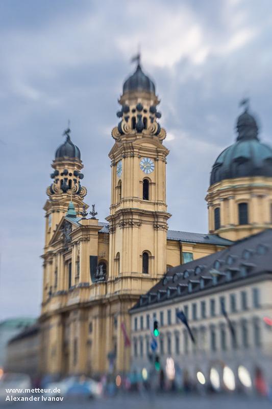 Татинеркирхе — одна из основных достопримечательностей Мюнхена. Фото Мюнхена: Александр Иванов