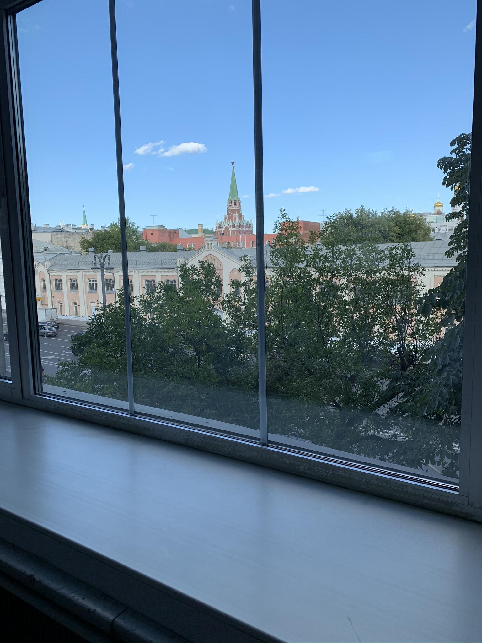 Вид из окна- прекрасный, я считаю....