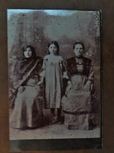 Бабушка  Сара Хазанова,дочь Батзоов и гувертнанка.Сара