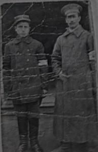 Нахамие слева в плену уНемцев 1915 год.