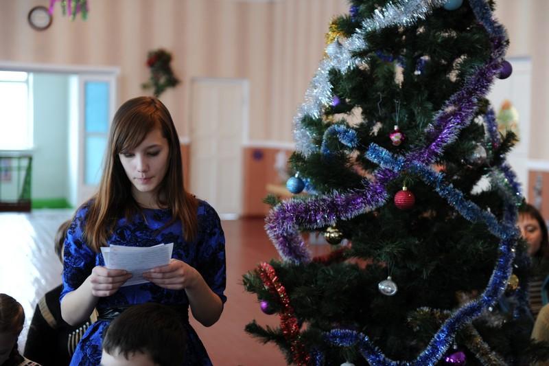 Концерт для Деда Мороза в школе №13 Красного Луча (ЛНР)